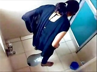 3 College Girls Pissin in Toilet of Famous Mumbai College
